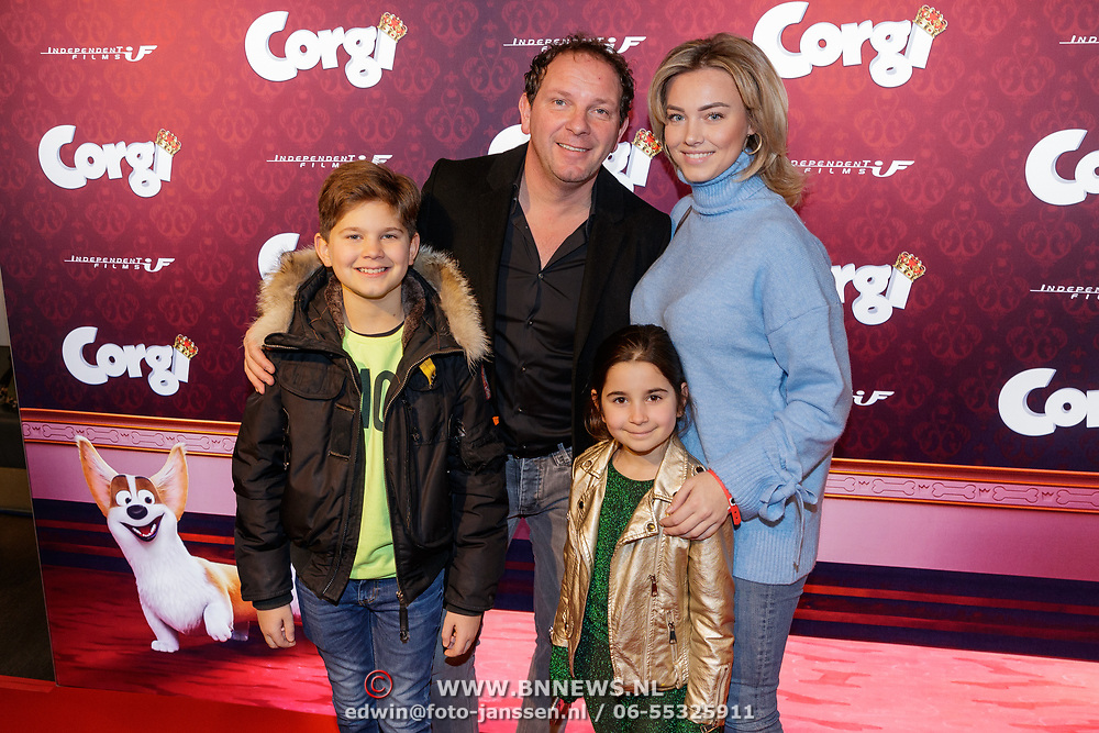 NLD/Amsterdam/20190210- première Corgi, Robert Leroy met partner Sacha Theeboom en hun kinderen