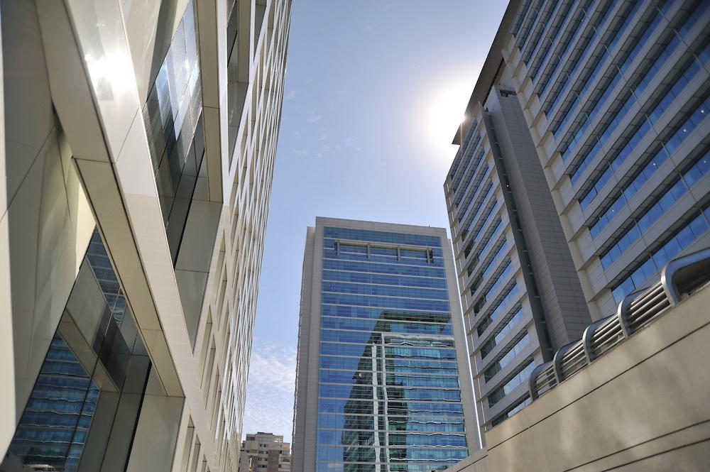 Edificios en Santiago de Chile.<br /> <br /> Edición de 3   Víctor Santamaría.