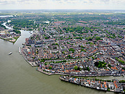Nederland, Zuid-Holland, Dordrecht, 14-05-2020; Binnenstad van Dordrecht, onder rechts de Wolwevershaven en Kuipershaven. Bij het Groothoofd gaat de Oude Maas richting Wantij. <br /> City center of Dordrecht, bottom right Wolwevershaven and Kuipershaven. At the Groothoofd, the Oude Maas heads towards Wantij.<br /> luchtfoto (toeslag op standard tarieven);<br /> aerial photo (additional fee required);<br /> copyright foto/photo Siebe Swart