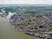Nederland, Zuid-Holland, Dordrecht, 14-05-2020; Binnenstad van Dordrecht, onder rechts de Wolwevershaven en Kuipershaven. Bij het Groothoofd gaat de Oude Maas richting Wantij. <br /> City center of Dordrecht, bottom right Wolwevershaven and Kuipershaven. At the Groothoofd, the Oude Maas heads towards Wantij.<br /> luchtfoto (toeslag op standard tarieven);<br /> aerial photo (additional fee required);<br /> copyright foto/photo Siebe Swart