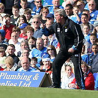 Photo: Mark Stephenson.<br /> Birmingham City v Coventry City. Coca Cola Championship. 01/04/2007.Birmingham's manager Steve Bruce shouts his orders from the side lines