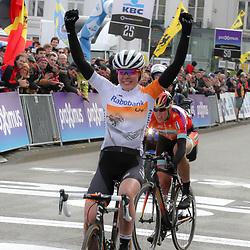 28-02-2015: Wielrennen: Omloop het Nieuwsblad: Gent<br />GENT (Bel): De omloop het Nieuwsblad is de openingskoers in BeNeLux.  De wedstrijd door de Vlaamse Ardennen is bij de mannen dit jaar aan zijn 70e editie toe. Anna van der Breggen wint de 10e editie vna het Nieuwsblad voor voruwen
