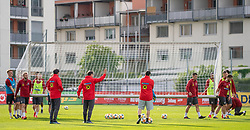 02.06.2018, Woerthersee Stadion, Klagenfurt, AUT, ÖFB Nationalteam, Training, während einem öffentlichen Training des ÖFB Nationalteams am Sonntag, 2. Juni 2019 im Wörtherseestadion in Klagenfurt, im Bild Teamspieler tragen das Tor // Team players carry the gate during a Trainingssession of Austrian National Footballteam at the Woerthersee Stadion in Klagenfurt, Austria on 2018/06/02. EXPA Pictures © 2019, PhotoCredit: EXPA/ Johann Groder