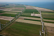 Nederland, Groningen, Eemsmond, 08-09-2009; windmolenpark in de Emmapolder, Eemspolder geheel links. Energy Park van elektriciteitsbedrijf Essent is het grootste windmolenpark van Nederland. Gezien naar Waddenzee met Uithuizerwad, aan de horizon Rottumeroog..Wind farm in polder of the  northeast of province of Groningen. Energy Park (from Essent) is the largest wind farm in the Netherlands..On the secon level Wadden sea with Uithuizerwad.luchtfoto (toeslag); aerial photo (additional fee required); .foto Siebe Swart / photo Siebe Swart