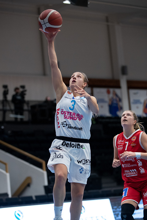 ÖSTERSUND 20210925<br /> Östersunds Elena Popkey under fredagens match i Basketligan mellan Östersund Basket och Uppsala Basket i Östersunds Sporthall<br /> <br /> Foto: Per Danielsson/Projekt.P
