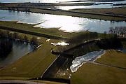 Nederland, Gelderland, Gelderse Poort, 07-03-2010; detail 'groene rivier': de overlaat bij Pannerden bestaande uit een stenen drempel van basaltblokken tussen twee damwanden, gezien naar het Pannerdensch Kanaal (vertakking van de Rijn). Bij hoogwater treedt de overlaat in werking en zal water ook gaan stromen in het gebied naast het kanaal. .Detail 'Green River', the spillway consisting of threshold made of basalt blocks between two steel walls, seen in the direction of Pannerdensch Canal (branch of the Rhine). At highwater the spillway will lead the water of the river Rhine to the land next to the canal.luchtfoto (toeslag), aerial photo (additional fee required).foto/photo Siebe Swart