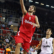 Olympiacos's Stratos Perperoglou (L) during their Turkish Airlines Euroleague Basketball Top 16 Game 9 match Besiktas between Olympiacos Piraeus at Abdi ipekci Arena in Istanbul, Turkey, thursday, February 28, 2013. Photo by Aykut AKICI/TURKPIX