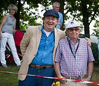 BLOEMENDAAL  - Vreugde bij Bloemendaal  tijdens de   EHL finale  Kampong-Bloemendaal  (2-8) .  Quinten Dike met Henk van de Feek.   COPYRIGHT  KOEN SUYK