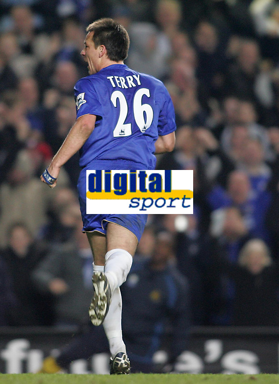 Photo: Lee Earle.<br /> Chelsea v Wigan Athletic. The Barclays Premiership.<br /> 10/12/2005. John Terry celebrates after putting Chelsea ahead.