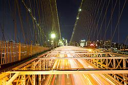 THEMENBILD - Die Brooklyn Bridge ist eine Schraegseil- und Haengebruecke in New York City und ist eine der aeltesten Bruecken dieses Typs in Amerika. Fertiggestellt 1883, verbindet sie Manhattan mit Brooklyn ueber den East River, im Bild die Strasse fuer Autos mit einer Belichtungszeit von 10 Sekunden, Aufgenommen am 28. August 2016 // The Brooklyn Bridge is a hybrid cable-stayed/suspension bridge in New York City and is one of the oldest bridges of either type in the United States. Completed in 1883, it connects the boroughs of Manhattan and Brooklyn by spanning the East River. This picture shows the roadway with an exposure time of 10 seconds, New York City, United States on 2016/08/28. EXPA Pictures © 2016, PhotoCredit: EXPA/ Sebastian Pucher
