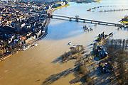 Nederland, Overijssel, Deventer, 20-01-2011. Zicht op het buitendijks en aan de IJssel gelegen park De Worp..Boven in beeld de Wilhelminabrug met daar achter de ondergelopen Bolwerkplas (te herkennen aan de kring bomen)..Het Worpplantsoen is onderdeel van de stadswijk De Hoven. Het in het park gelegen IJsselhotel is door het hoogwater alleen nog per boot te bereiken..View on the (Hansa) city of Deventer, in the bottom front the flooded park De Worp. The hotel (IJsselhotel) in the park can only be reached by boat, due to the high waters of the river IJssel..luchtfoto (toeslag), aerial photo (additional fee required).copyright foto/photo Siebe Swart