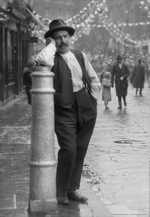 Italian Quarter En Feté, London, 1933<br /> 01355-1763.tif