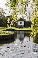 WASSENAAR  (NETH.) - Clubhuis met green van hole 9, Golfclub Groendael in Wassenaar. COPYRIGHT KOEN SUYK