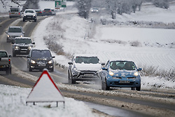 © Licensed to London News Pictures. 28/12/2020. Burford, UK. Traffic battles through Heavy snow near the village of Burford in Oxfordshire, south England as the UK experiences freezing temperatures over night. Photo credit: Ben Cawthra/LNP