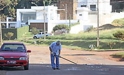 April 27, 2018 - Campo MourãO, Brazil - CAMPO MOURÃO, PR - 27.04.2018: FOTO DO DIA - Due to the damages caused by the number of holes in Rua Antônio Bueno de Camargo, in the Jardim Florida neighborhood of Campo Mourão, in the Central-West region of Paraná, the resident decided to take action, filling the hole with remains of materials of construction. The street, with intense movement, connects the Jardim Florida neighborhood to the city center. (Credit Image: © Dirceu Portugal/Fotoarena via ZUMA Press)