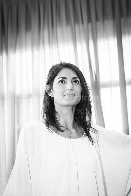 ROMA, 19 GIUGNO 2016: Virginia Raggi, candidata a sindaco nelle elezioni amministrative di Roma, vota nella sua sezione nei pressi di via Trionfale a Roma.