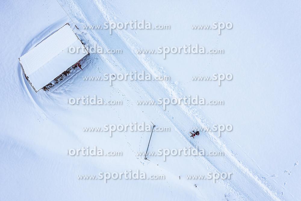 THEMENBILD - ein Paar beim spazieren gehen in der mit Schnee bedeckten Landschaft, aufgenommen am 16. Januar 2019 in Kaprun, Oesterreich // a couple while walking in the snow-covered landscape near Kaprun, Austria on 2019/01/15. EXPA Pictures © 2019, PhotoCredit: EXPA/ JFK