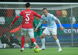 Jonas Henriksen (FC Helsingør) udfordres af Svenn Crone (Silkeborg IF) under kampen i 1. Division mellem Silkeborg IF og FC Helsingør den 21. november 2020 i JYSK Park (Foto: Claus Birch).