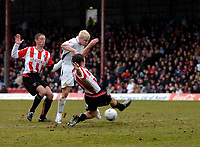 Photo: Daniel Hambury.<br />Brentford v Doncaster Rovers. Coca Cola League 1. 25/03/2006.<br />Doncaster's Sean Thornton scores to make it 0-1.