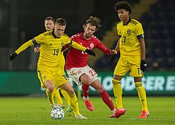 Mattias Svanberg (Sverige) og Lucas Andersen (Danmark) under venskabskampen mellem Danmark og Sverige den 11. november 2020 på Brøndby Stadion (Foto: Claus Birch).