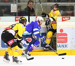 06.01.2013, Albert Schultz Eishalle, Wien, AUT, EBEL, UPC Vienna Capitals vs EC VSV, 39. Runde, im Bild Justin Keller, (UPC Vienna Capitals, #19), Klemen Pretnar, (EC VSV, #7) und Dan Bjornlie, (UPC Vienna Capitals, #28)  // during the Erste Bank Icehockey League 39th Round match betweeen UPC Vienna Capitals and EC VSV at the Albert Schultz Ice Arena, Vienna, Austria on 2013/01/06. EXPA Pictures © 2013, PhotoCredit: EXPA/ Thomas Haumer