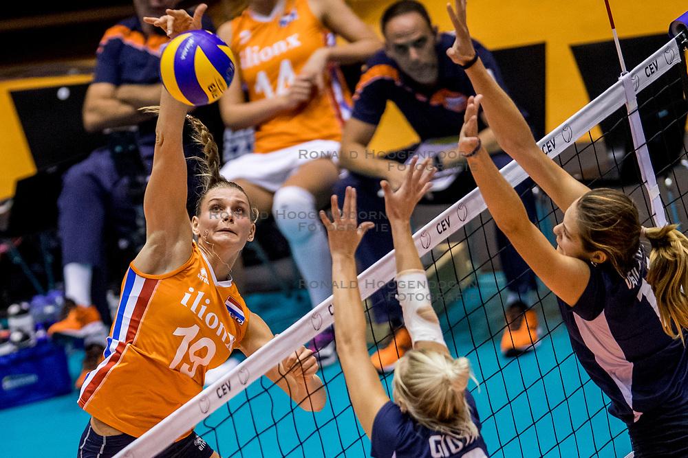 22-08-2017 NED: World Qualifications Netherlands - Greece, Rotterdam<br /> Nika Daalderop #19 of Netherlands