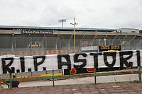 Striscione dei tifosi del Benevento fuori lo stadio per la morte di Davide Astori. Banner of the fans of Benevento outside the stadium for the death of Davide Astori.<br /> <br /> all series matches postponed for the sudden death of the Florentina captain davide astori <br /> <br /> Rinvio di tutti gli incontri di Serie A per la morte imporovvisa del capitano della Fiorentina Davide Astori <br /> <br /> Benevento 04-03-2018  Stadio Ciro Vigorito<br /> Football Campionato Serie A 2017/2018. <br /> Benevento - Hellas Verona<br /> Foto Cesare Purini / Insidefoto