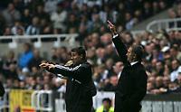 Photo: Andrew Unwin.<br />Newcastle Utd v Birmingham City. The Barclays Premiership. 05/11/2005.<br />Newcastle's Dean Saunders (L) and Graeme Souness (R).