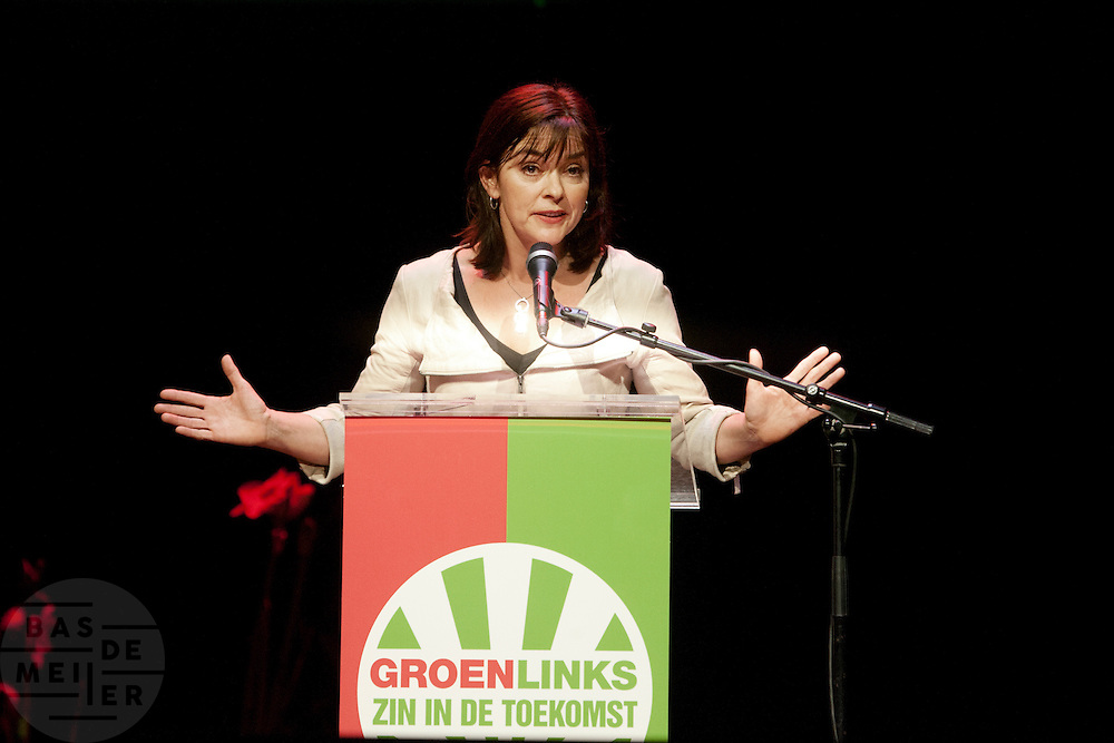 Jolande Sap spreekt tijdens het congres. In Utrecht vindt het 30e partijcongres plaats van GroenLinks. Een van de heikele punten is de missie naar Kunduz. Ook wordt een nieuwe partijvoorzitter gekozen.<br /> <br /> Political leader of GroenLinks, Jolande Sap, is speeching at the convention. The Dutch party GroenLinks (Green party) holds its 30th convention in Utrecht. One of the big issues is the mission to Kunduz. They will also elect the new chairman of the party.