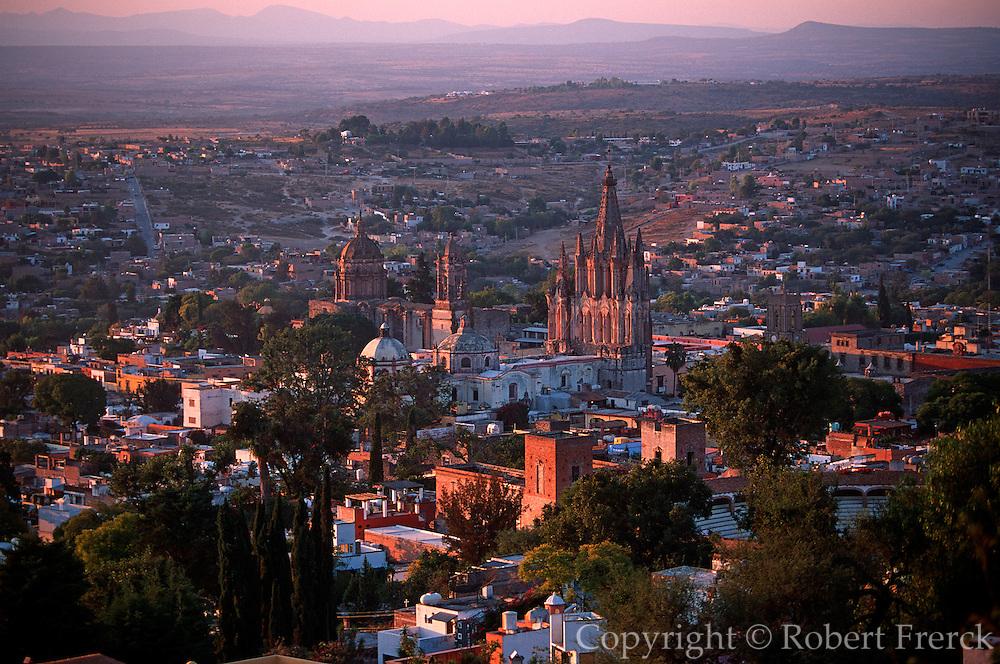 MEXICO, SAN MIGUEL ALLENDE overview with Parroquia Parish church