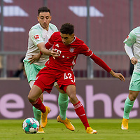 21.11.2020, Allianz Arena, Muenchen, GER,  FC Bayern Muenchen SV Werder Bremen <br /> <br /> <br />  im Bild Kevin Moehwald (SV Werder Bremen #6) im kampf mit Jamal Musiala (FCB #42) mit Milot Rashica (SV Werder Bremen #7) <br /> <br /> <br /> <br /> Foto © nordphoto / Straubmeier / Pool/ <br /> <br /> DFL regulations prohibit any use of photographs as image sequences and / or quasi-video.