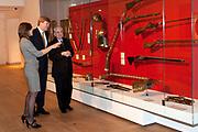Prins Willem-Alexander heeft in Amsterdam een tentoonstelling over de Russische tsaar Peter de Grote in de Hermitage geopend. De toekomstige koning van Nederland is beschermheer van de Hermitage en een verre nazaat van de Russische tsaar. <br /> <br /> Prince Willem-Alexander in Amsterdam, an exhibition on the Russian Tsar Peter the Great at the Hermitage opened. The future king of the Netherlands is the patron of the Hermitage and a distant descendant of the Russian Tsar.<br /> <br /> Op de foto / On the photo:  Directeur Cathelijne Broers van Hermitage Amsterdam, prins Willem-Alexander en directeur Mikhail Piotrovsky van Hermitage Sint Petersburg