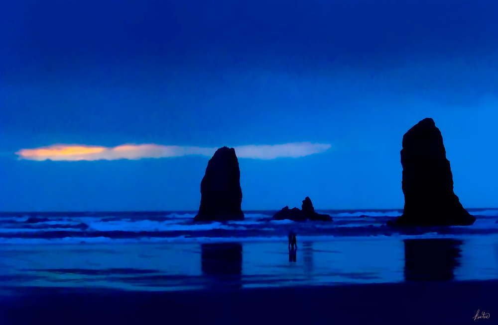 Blue Hour Image with lovers on the Oregon coast.