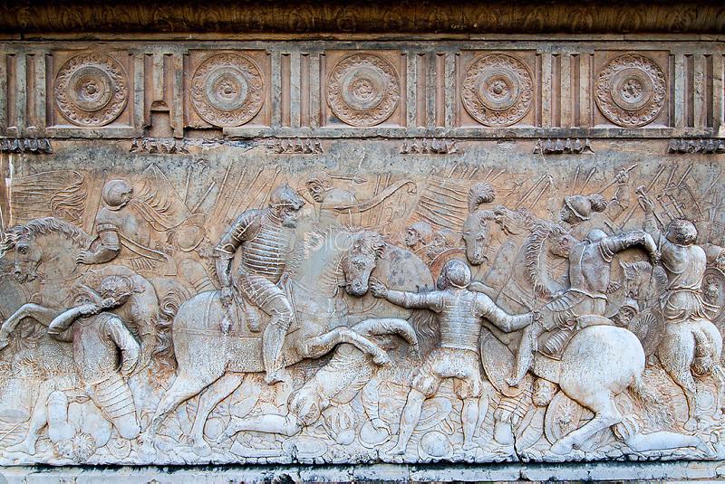 Detalle del relieve en piedra de la fachada del palacio de Carlos V. Granada. Andalucia. España. Europa ©Country Sessions / PILAR REVILLA