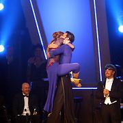 NLD/Baarn/20070527 - Finale Dancing with the Stars 2007, uitslag, winnaar Helga van Leur met danspartner Marcus van Teijlingen