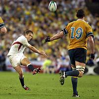 Photo. Steve Holland. England v Australia Final at the Telstra Stadium, Sydney. RWC 2003.<br />22/11/2003.<br />Jonny Wilkinson attemps a field goal
