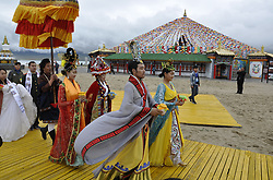 August 27, 2017 - China - Qinghai, CHINA-27th August 2017: (EDITORIAL USE ONLY. CHINA OUT)..The group wedding is held at the Qinghai Lake Scenic Area in northwest China's Qinghai Province, marking the traditional Chinese Valentine's Day. (Credit Image: © SIPA Asia via ZUMA Wire)