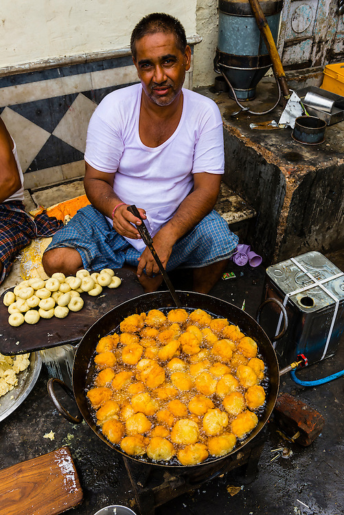 Cooking food at an outdoor stall on the Ring Road, Delhi, India.