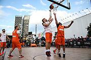 Basketball: ING-DiBa German Championship 3x3, Deutsche Meisterschaft, Hamburg, 05.08.2017<br /> Charity-Spiel: Ivan Klasnic (Ex-Fussballprofi, l.) und Schauspieler Carsten Spengemann (r.)<br /> (c) Torsten Helmke