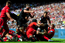 Harry Williams of Exeter Chiefs is held up over the line by Maro Itoje of Saracens - Mandatory by-line: Ryan Hiscott/JMP - 01/06/2019 - RUGBY - Twickenham Stadium - London, England - Exeter Chiefs v Saracens - Gallagher Premiership Rugby Final