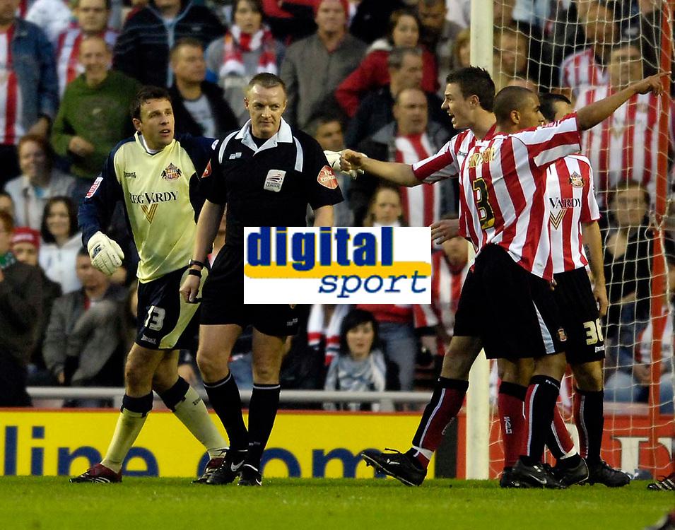 Photo: Jed Wee/Sportsbeat Images.<br /> Sunderland v Burnely. Coca Cola Championship. 27/04/2007.<br /> <br /> Sunderland goalkeeper Darren Ward (L) protests to referee T Kettle after a penalty is awarded against him.