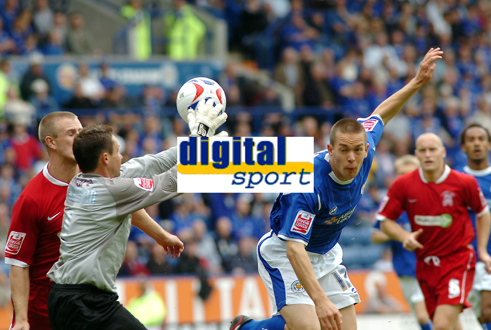 Photo: Kevin Poolman.<br />Leicester City v Southend United. Coca Cola Championship. 26/08/2006. Southend keeper Darryl Flahavan gets to the ball just before Matty Fryatt (Leicester).