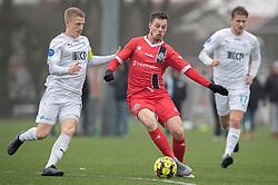 Nicolas Mortensen (FC Helsingør) presses af Nicklas Halse (FC Roskilde) under træningskampen mellem FC Roskilde og FC Helsingør den 15. februar 2020 i Roskilde Idrætspark (Foto: Claus Birch).