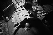 French guyana, inini.<br /> <br /> Exploitation aurifere, crique Jacque Far, cuisiniere. Les garimpeiros passent 2 a 3 mois en foret. Les cuisinieres s'occupent de l'intendance... et des hommes.