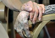 Nederland, Nijmegen, 30-9-2009Hand van oudere en jongere. vergrijzing, zorg, hulp, geriatrie, verpleeghuis, veroudering.Foto: Flip Franssen