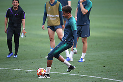 01.06.2019, Wanda Metropolitano, Madrid, ESP, UEFA CL, Tottenham Hotspur vs FC Liverpool, Finale, im Bild Dele Alli of Tottenham Hotspur // Dele Alli of Tottenham Hotspur during Training before the the UEFA Champions League Final Match between Tottenham Hotspur and FC Liverpool at the Wanda Metropolitano in Madrid, Spain on 2019/06/01. EXPA Pictures © 2019, PhotoCredit: EXPA/ Focus Images/ Paul Chesterton<br /> <br /> *****ATTENTION - for AUT, GER, FRA, ITA, SUI, POL, CRO, SLO only*****