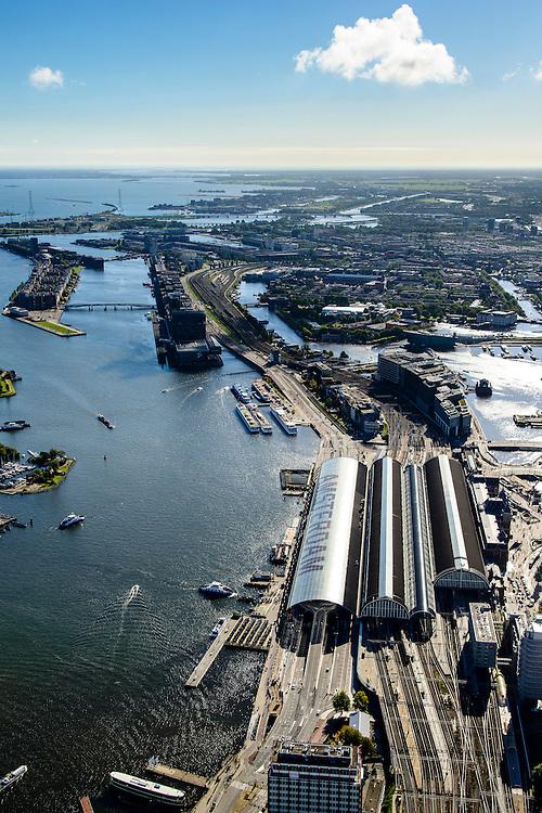 Nederland, Noord-Holland, Amsterdam, 27-09-2015; stadsdeel Centrum. Amsterdam Centraal Station en Oosterdokseiland gezien naar voormalige Oostelijk Havengebied (Zeeburg). IJ met IJ-oevers, Ijburg aan de horizon.<br /> Urban and city development, immediately east of Central Station (foreground).<br /> luchtfoto (toeslag op standard tarieven);<br /> aerial photo (additional fee required);<br /> copyright foto/photo Siebe Swart