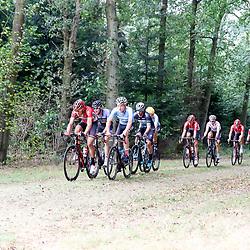 28-09-2016: Wielrennen: Olympia Tour: Assen <br />ASSEN (NED) wielrennen  <br />Koplopers op de Drentse keien richting Exloo