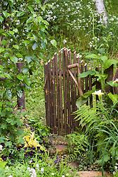 Rustic gate. Design: Louise Elliot and Beth Houlden - Chelsea 2005