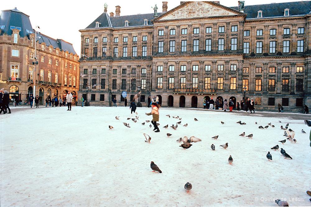 De Dam in wintertijd, Amsterdam. © Holland Kodak Ektar serie